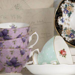 Teacups and Saucers (Чашки и блюдца )